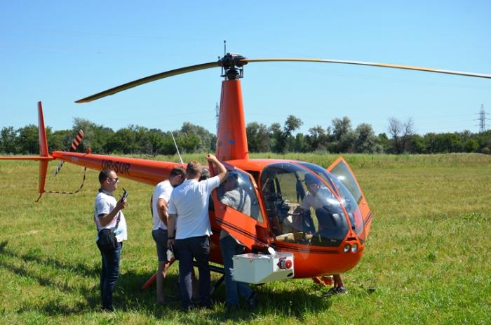 Днепровские электросети первыми в Украине применили вертолеты для обследования линий электропередач