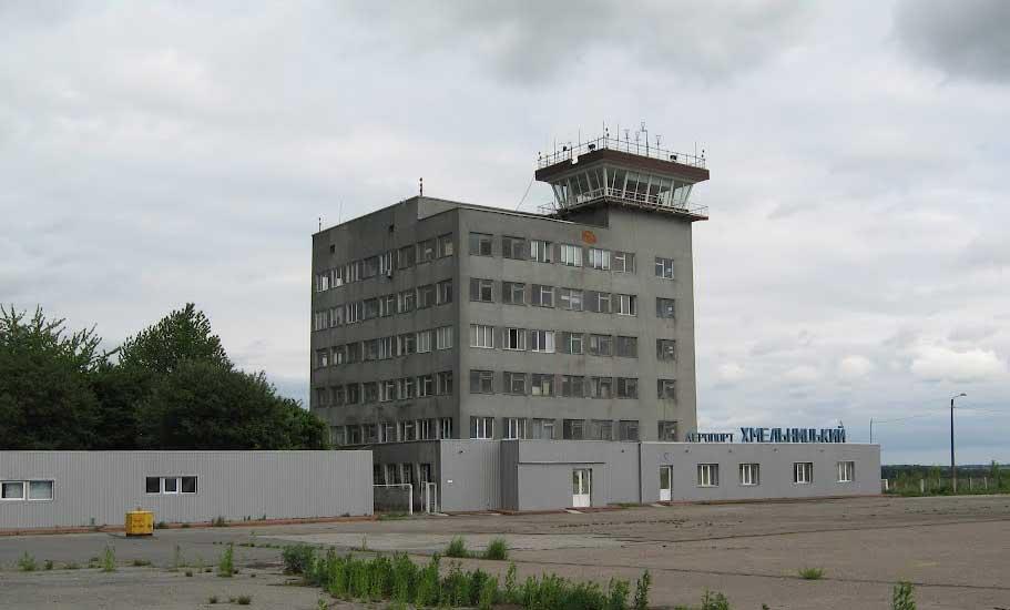 В аэропорту Хмельницкий утепляют админздание