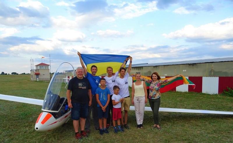 Планеристы из Литвы преодолели почти 2000 км в поддержку мирного неба над Украиной