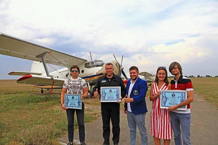 Одесские молодожены, которые расписались в небе, попали в Книгу рекордов Украины