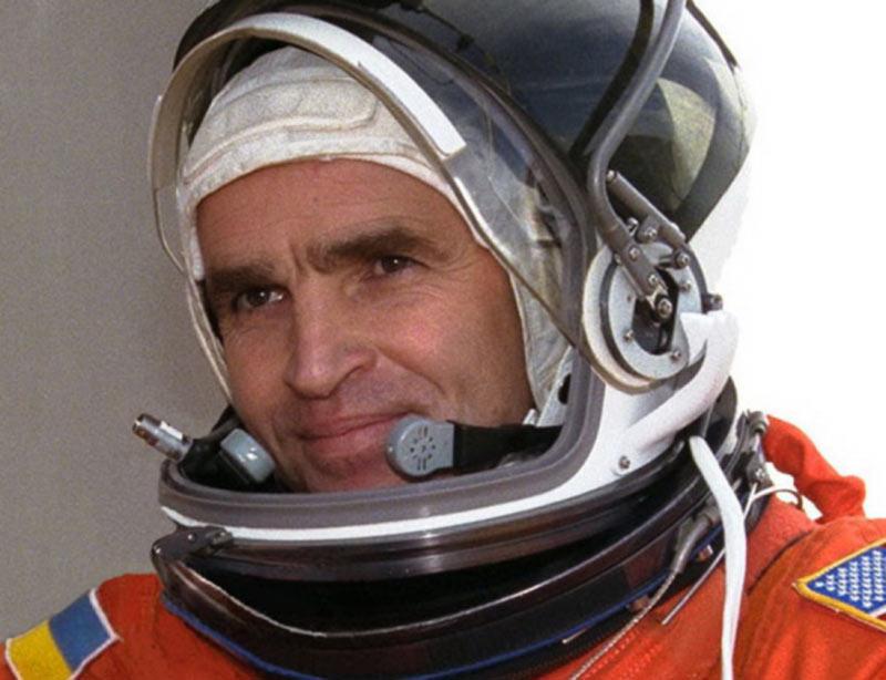 Аэропорту Черновцы присвоено имя украинского космонавта Каденюка