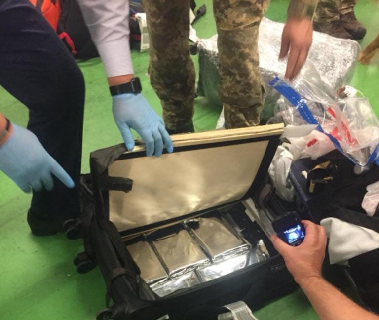 В аэропорту Борисполь пограничники обнаружили более 5 кг. кокаина