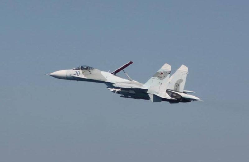 Российский истребитель провоцировал украинский самолет (фото)