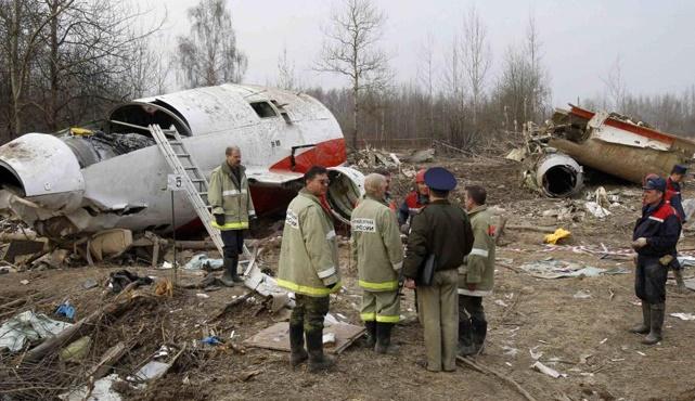Польские эксперты в Смоленске осмотрят обломки самолета Качиньского