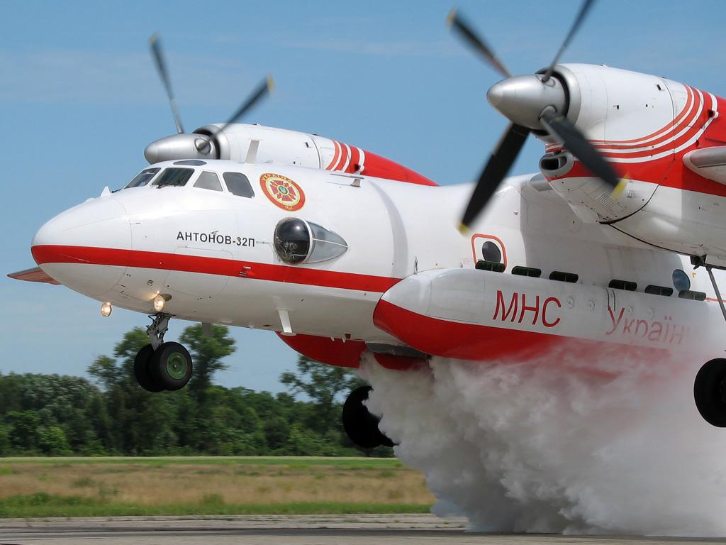 Авиация продолжила тушение пожара на военных складах Минобороны в Ичне
