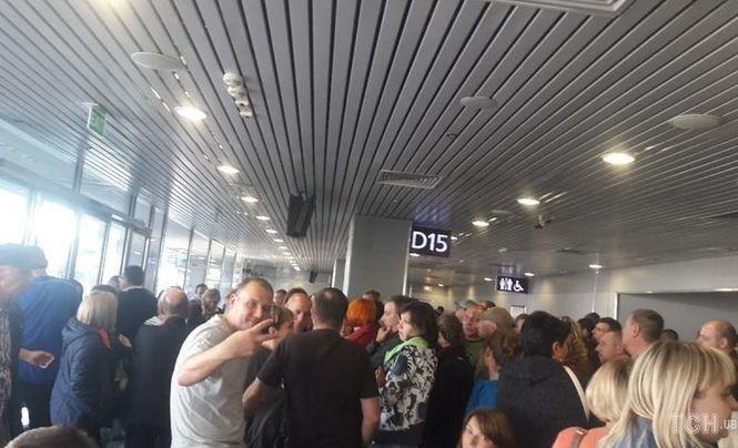 В Борисполе: пассажиры с ночи не могут вылететь в Египет