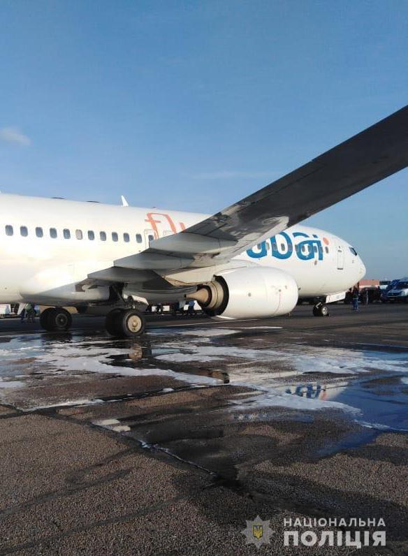 В аэропорту Одессы задымился самолет на Дубаи