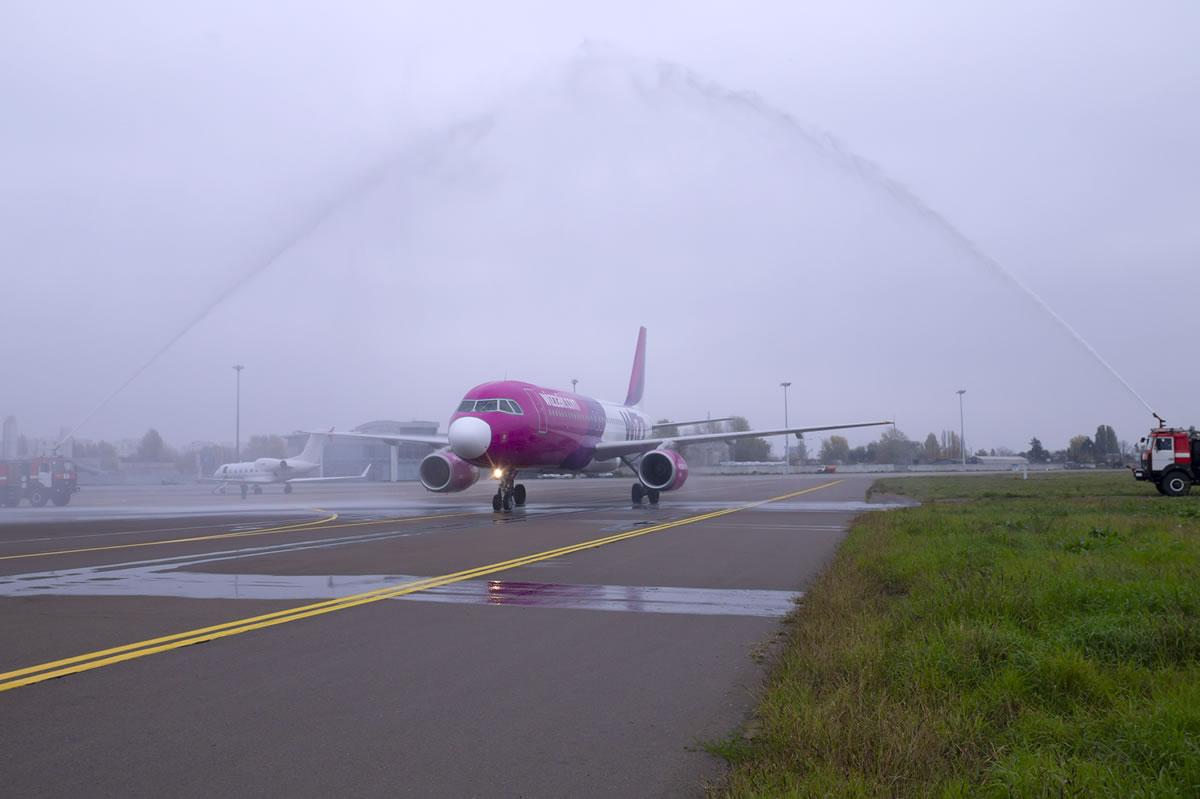 Wizz Air начала выполнять перелеты по 5 новым маршрутам из Украины