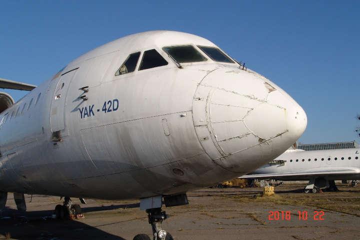 «Львовские авиалинии» за долги продают самолет