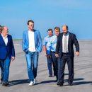 Министр Омелян: Соседние области очень переживают из-за того, что в Николаеве появился аэропорт