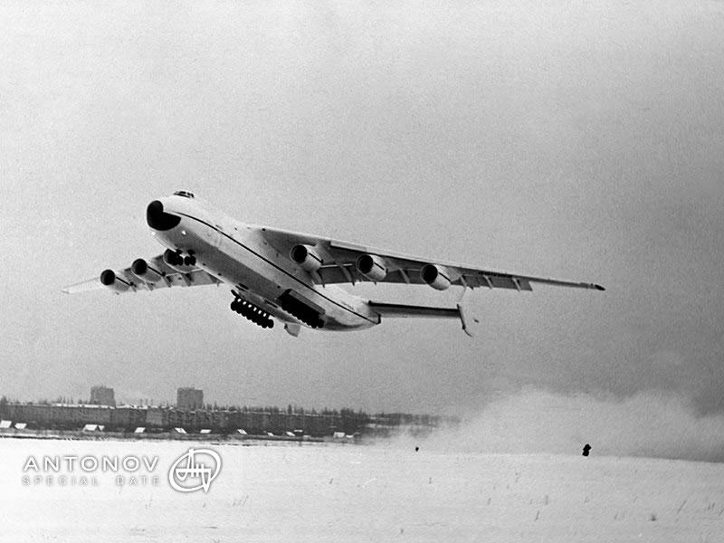 30 лет назад Ан-225 «Мрия» впервые поднялся в небо