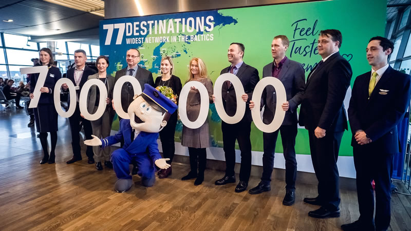 Аэропорт «Рига» поздравил семимиллионного пассажира