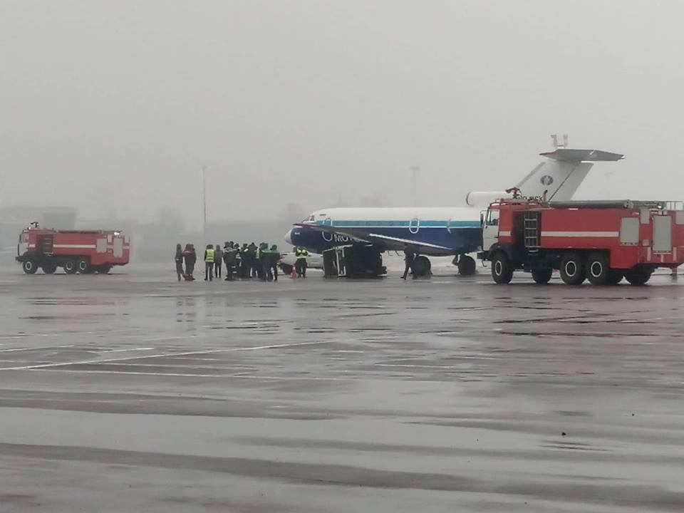 В аэропорту Киев Як-40 протаранил генератор