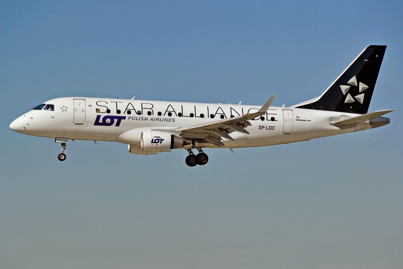 Самолет LOT не смог приземлиться в Одессе