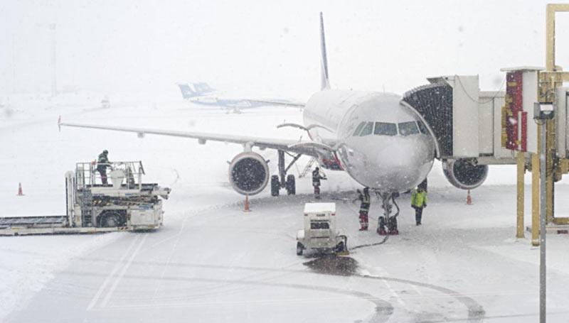Из-за непогоды в аэропорту Харьков отменяют и задерживают рейсы