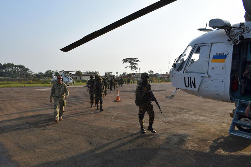 Украинские вертолетчики в Конго провели высадку десанта