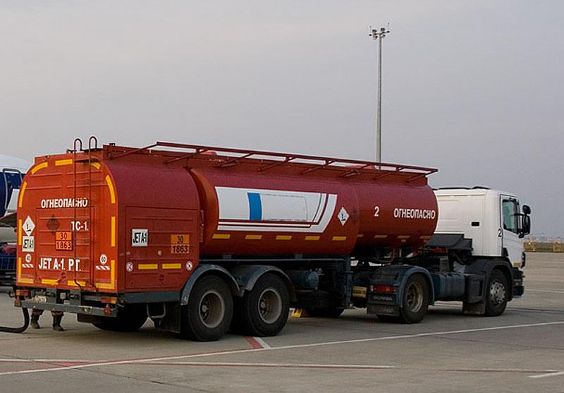После введения контроля импорт авиатоплива в Украину сократился вдвое