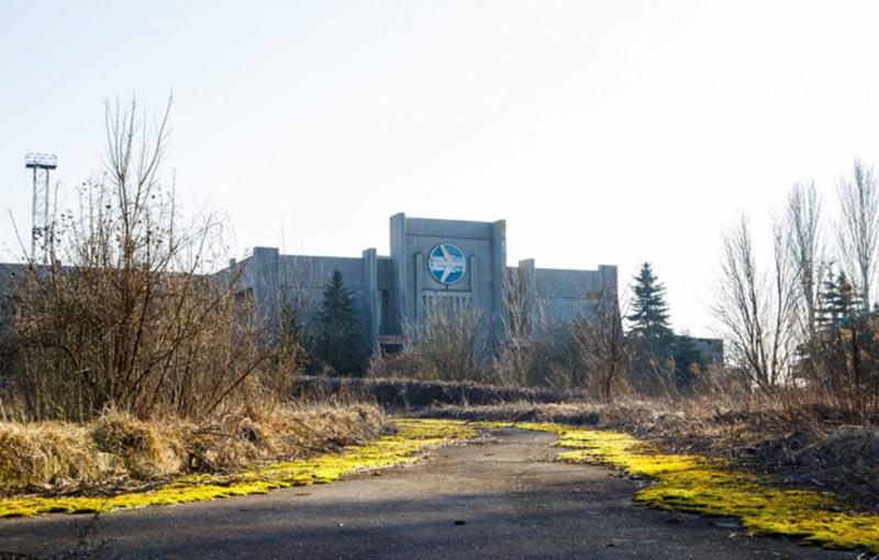 Жизнь и мусор: мертвый аэродром под Луцком
