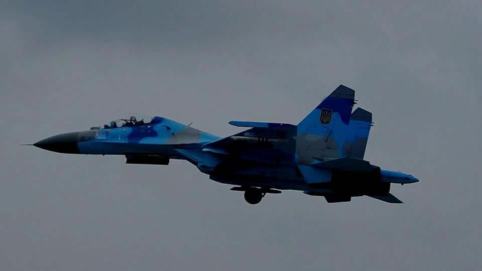Миргородские летчики отработали воздушные дуэли в облаках