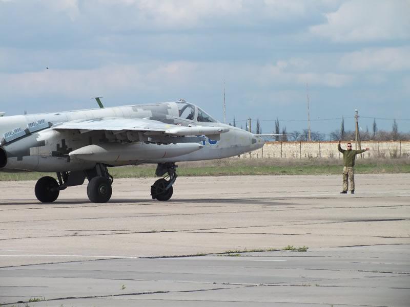 В николаевской бригаде тактической авиации прошли командирские полеты