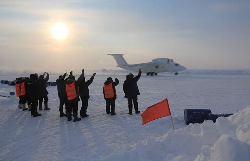 Украинские летчики отказались перевозить россиян на Северный полюс