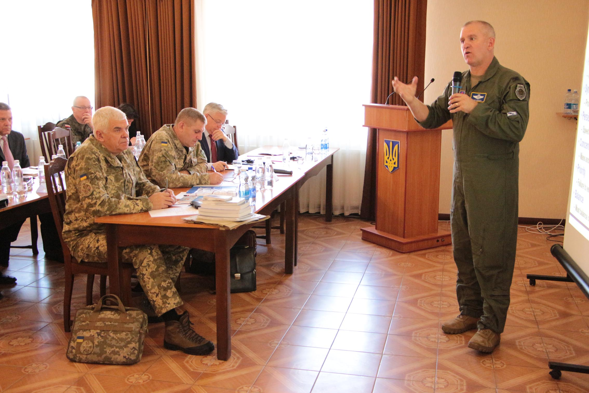 В Виннице начался международный семинар по вопросам разработки Стратегии развития Воздушных Сил