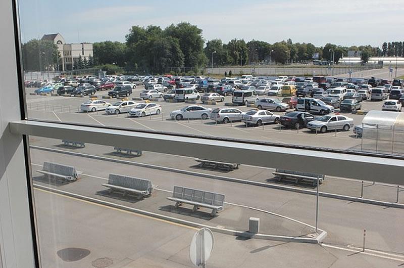 Цена за парковку возле авиатерминала F