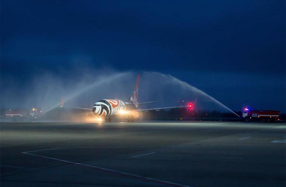 Самолет в ливрее «Шахтера» прилетел в Харьков