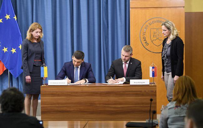 Украина и Словакия подписали договор по использованию авиапространства