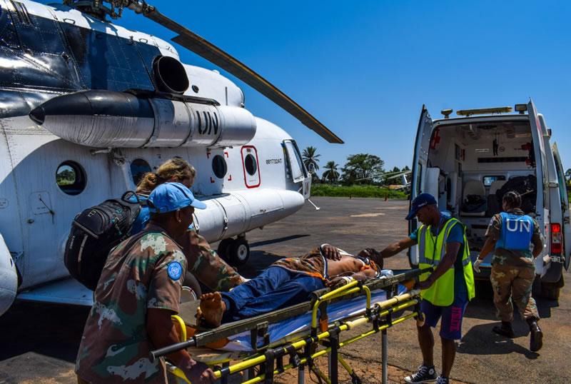 Украинские вертолетчики спасли раненого в Конго