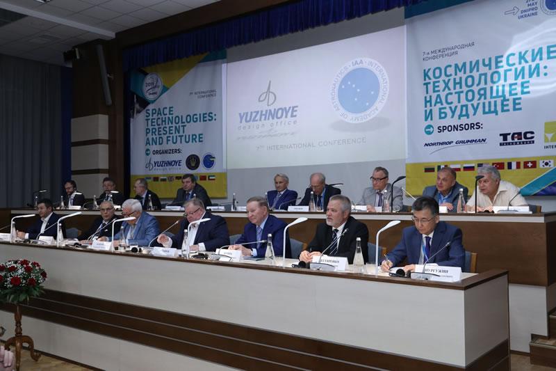 Начала работу конференция «Космические технологии: настоящее и будущее»
