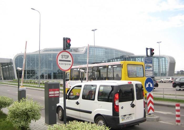 Львовский аэропорт приобрел Toyota Camry