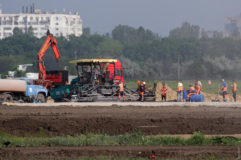 Продолжается строительство новой ВПП в Одессе