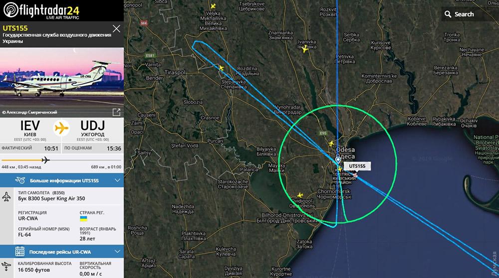 Самолет «Украэроруха» рисовал фигуры в одесском небе