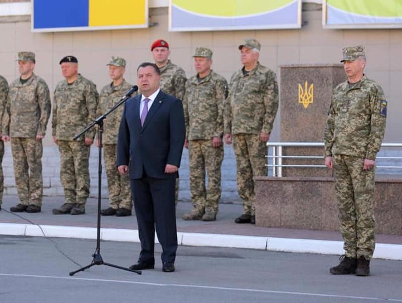 Министр обороны представил нового начальника ХНУВС