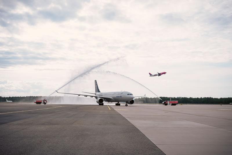 В аэропорту «Рига» торжественно встречали первый рейс из Кореи