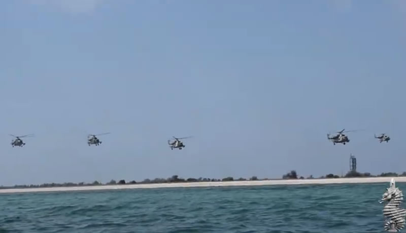 Водолазы отрабатывали высадку с вертолетов