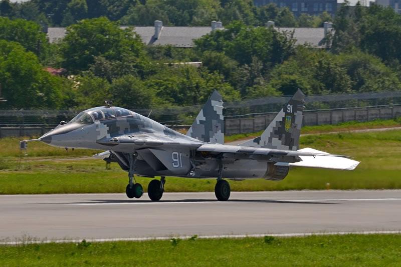 Отремонтированный МиГ-29УБ из Крыма встал в строй
