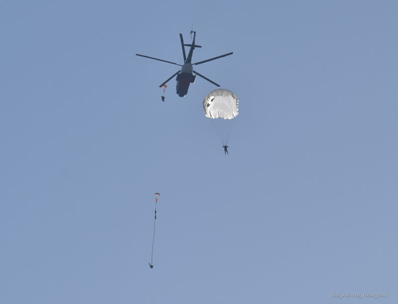 Морская пехота приступила к десантированию с Ми-14