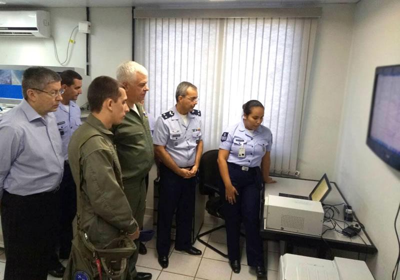 Группа офицеров Воздушных Сил обсуждает сотрудничество в Бразилии