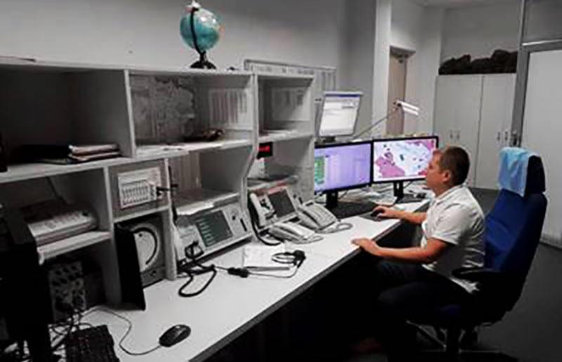 Работать диспетчером полетно-информационного обслуживания может только специалист с дипломом …