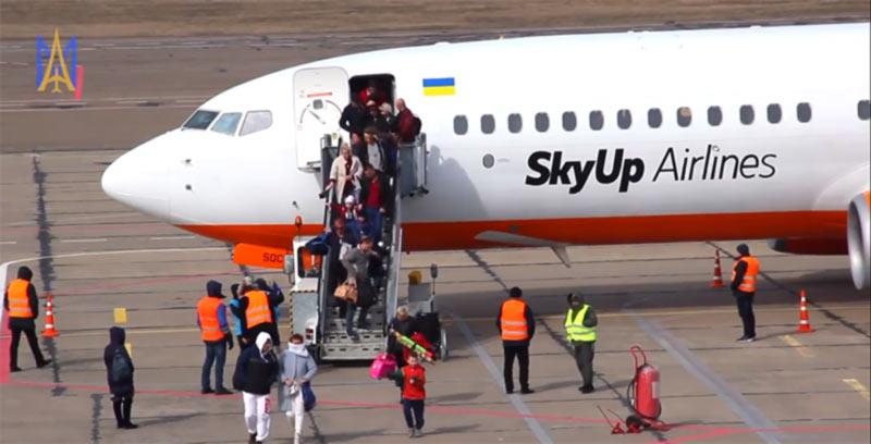 До осени самолеты из Николаевского аэропорта летать не будут