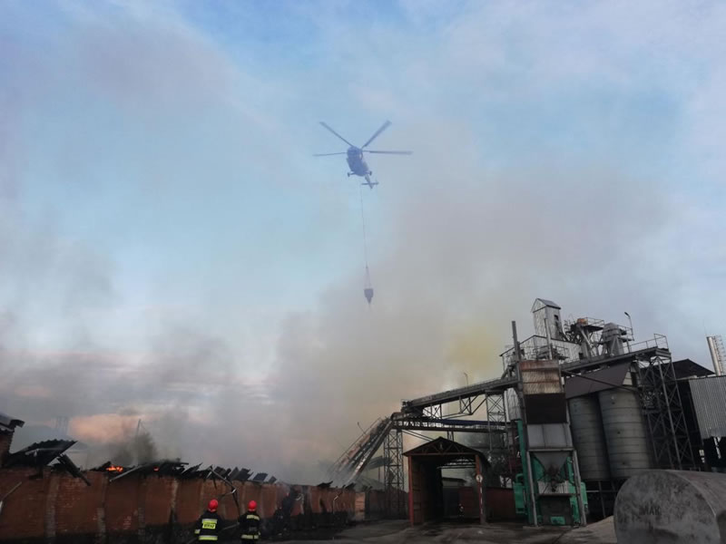 Вертолет тушил пожар в Нежине
