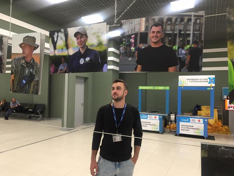 В аэропорту «Киев» начала работу фотовыставка «Полиция Киева в лицах»