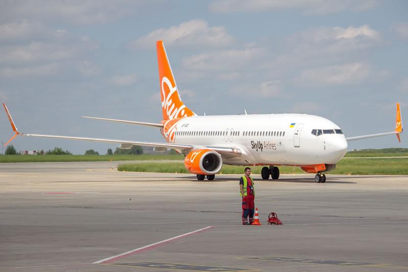 Из-за забастовки в Барселоне задержался рейс SkyUp