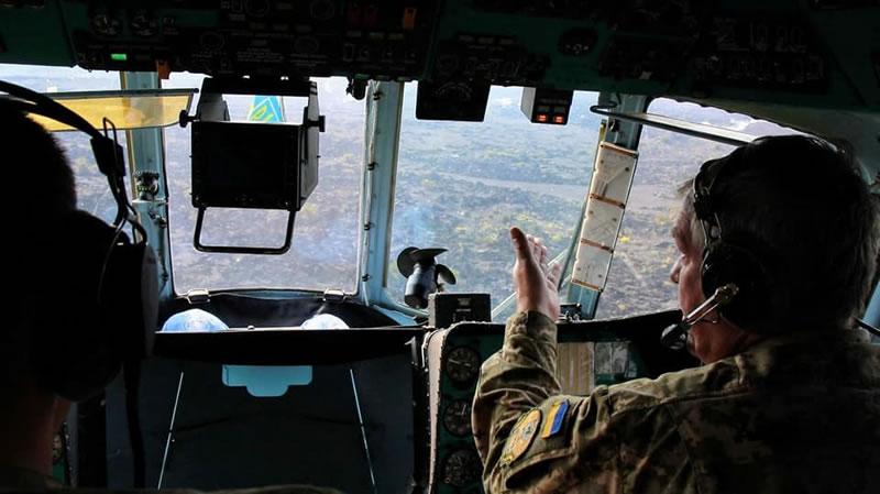 Украинские вертолетчики снова высадили ученых на вулкан