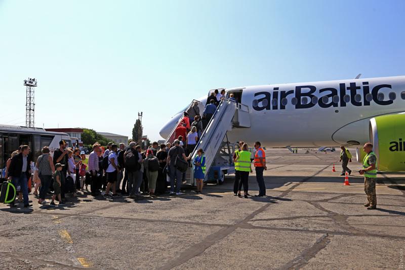Новый Airbus A220 авиакомпании airBaltic прилетал в Одессу