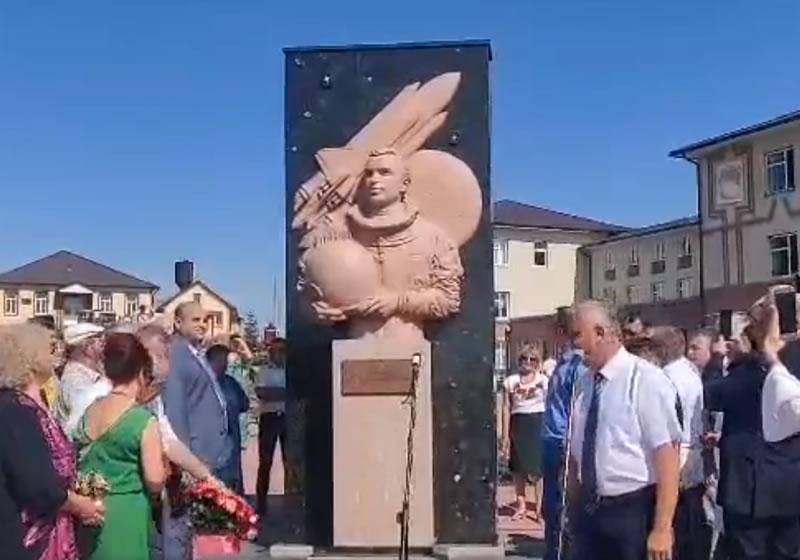 Памятник Леониду Каденюку поставили в селе, где он родился