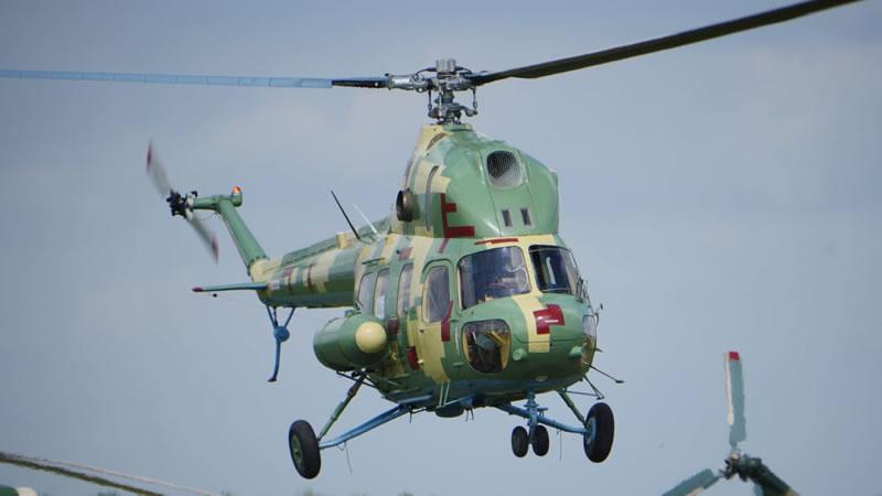 На аэродроме «Броды» во время взлета упал вертолет Ми-2
