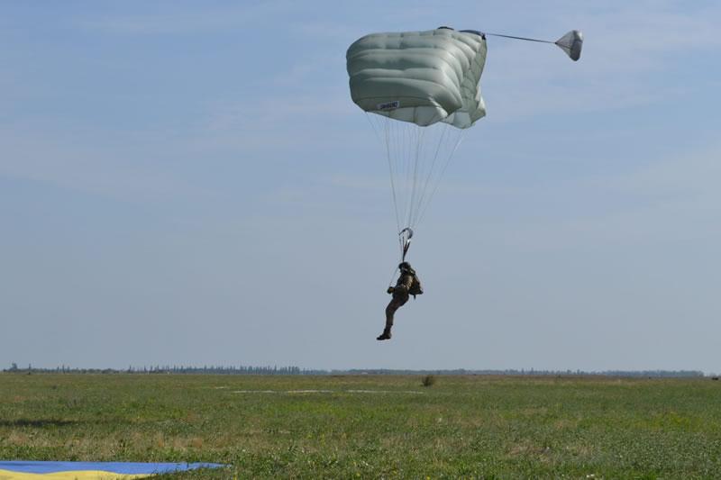 В Украине тестируют американские парашюты